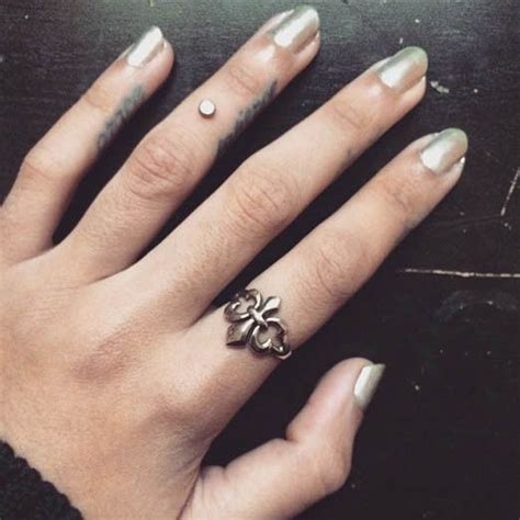 this perfectly placed dermal is just as stunning as a ring