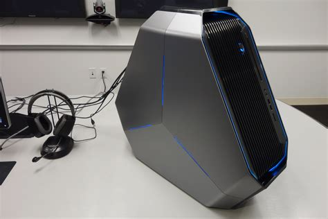 Laptop Alienware Area 51 the new alienware area 51 is the weirdest gaming pc i ve