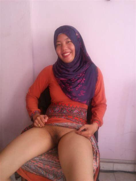 24 foto cewek jilbab bugil mesum nyepong ngentot ini menegangkan ~ perawan