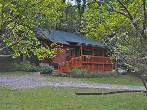 Smoky Mountain Golden Cabins by Smoky Mountain Golden Cabins
