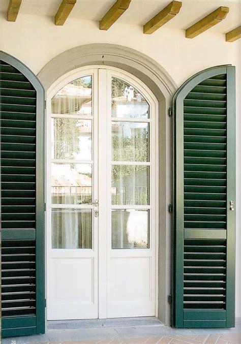 finestra con persiana mdbgroup portafinestra ad arco legno bianco con persiana