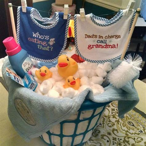 Gift Baskets For Baby Shower by Best 25 Baby Shower Baskets Ideas On Shower