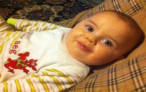 alimentazione bimbo 15 mesi bambino di 15 mesi muore incastrato nel seggiolone la