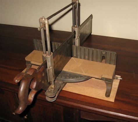 Mitre Box Fine Woodworking Knots