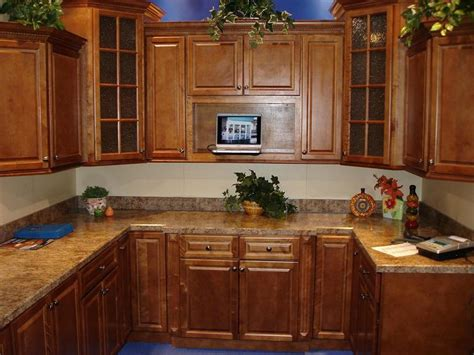 Cleaning Wood Kitchen Cabinets by How To Clean Kitchen Cabinets