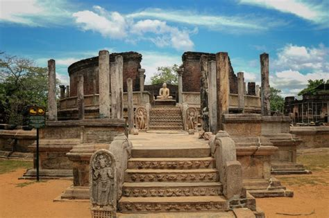 places  visit  polonnaruwa   sri lanka vacay