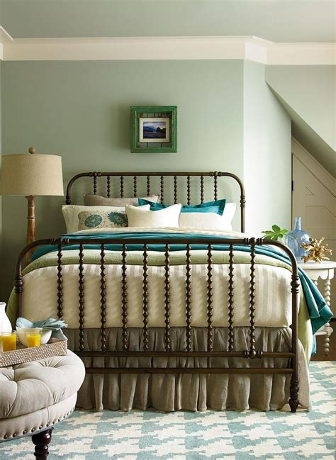 paula deen river house the guest room bed the guest