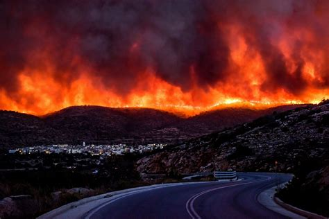 wildfire at in pics devastating wildfire causing a state of emergency