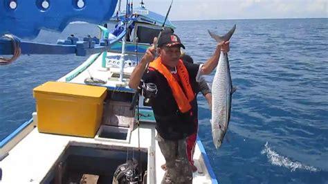 Pancing Ikan Di Laut strike ikan tenggiri besar di laut lepas bangka belitung