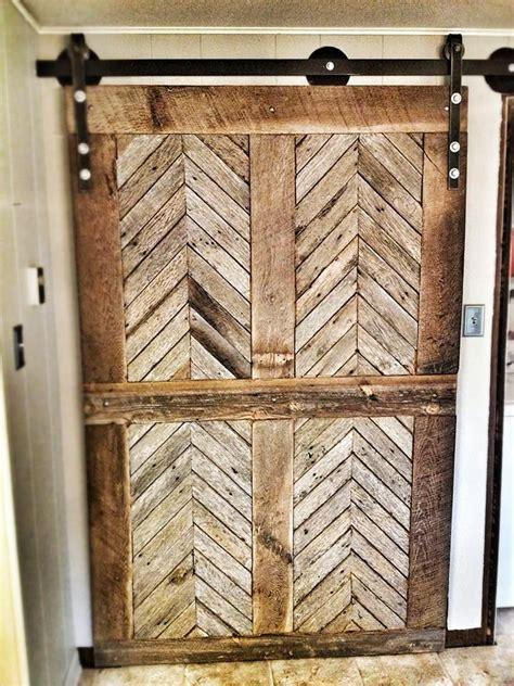 Barn Wood Door 25 Best Ideas About Chevron Door On Burlap Wreaths Chevron Burlap Wreaths And