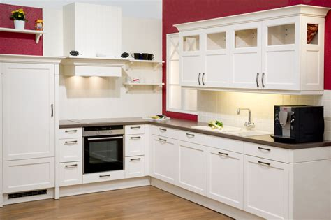 Kitchen Cabinets Red And White by Die K 252 Che Im Landhausstil