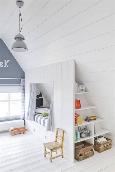 schlafzimmer mit dachschräge deko ideen dachschr 228 ge ideen kinderzimmer bett stauraum regale