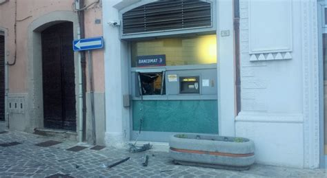 bancomat ubi assalto all ubi i ladri fanno saltare il bancomat in