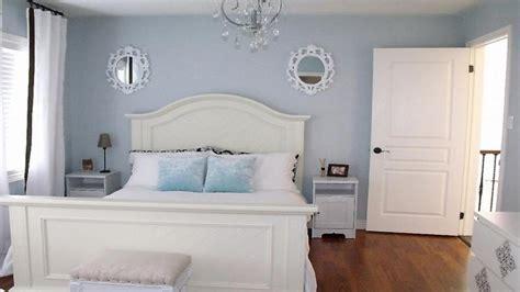 light blue grey paint small guest bedroom decorating ideas light grey