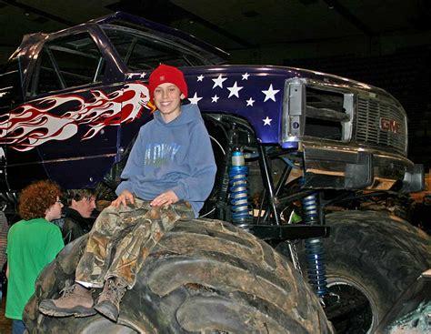 monster truck show mn tonyrogers com monster truck show duluth minnesota 2005