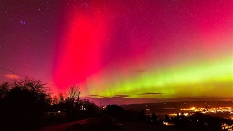 why northern lights happen what are the northern lights