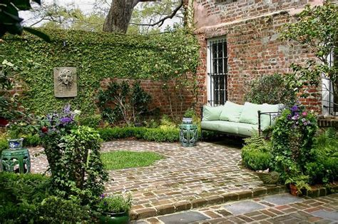 court yards brick base small courtyard courtyards pinterest