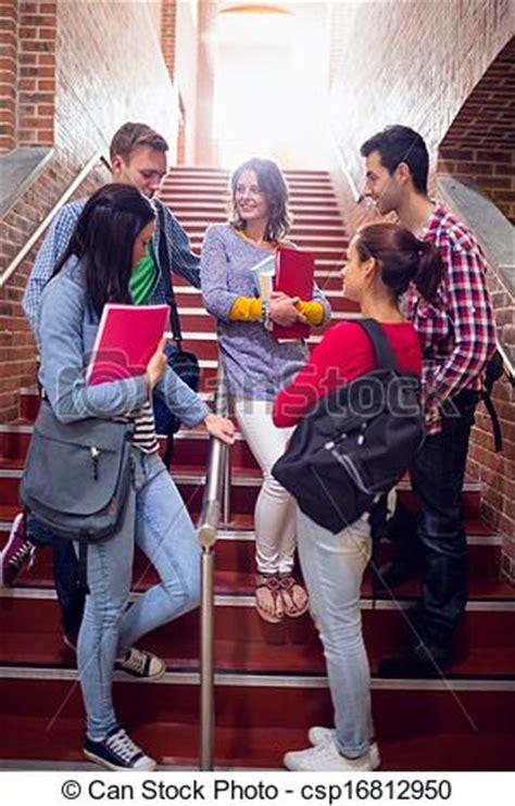 imagenes libres estudiantes stock im 225 genes de estudiantes colegio conversar stai