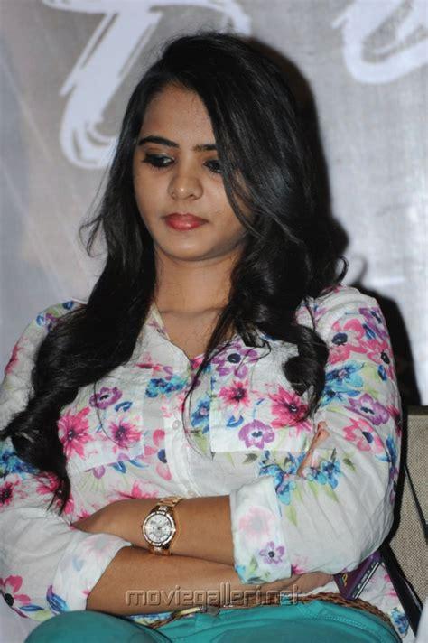 film director romance with heroine picture 500136 romance heroine manasa photos new movie