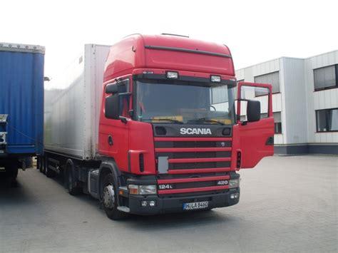 scania 124l 420 hat gerade aufgesattelt bei trans o flex