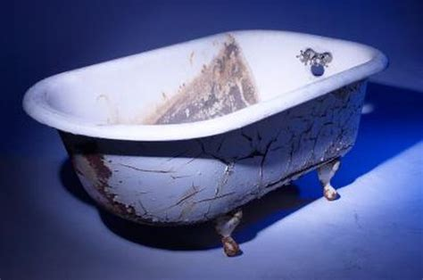Rustoleum Bathtub by How To Refinish Bathtubs With Rust Oleum Hunker