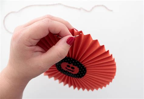 How To Make Paper Wheel Decorations - how to make paper wheel decorations for tuts