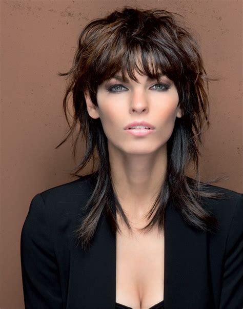 taglio di capelli scalati medi hair pinterest 17 migliori idee su capelli taglio medio scalato su