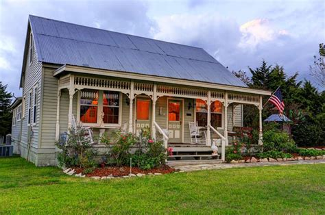 estate like modern farmhouse in texas idesignarch this texas farm estate will make you want to drop