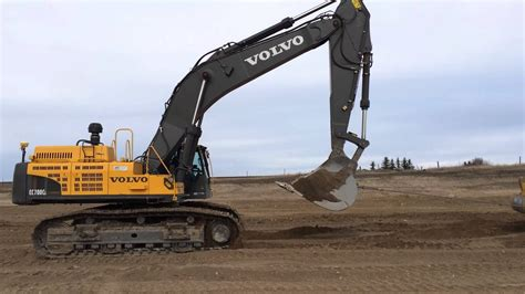 volvo ec  excavator pulling   cat  scraper youtube