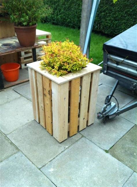 Wood Pallet Planter Box by Planter Boxes Out Of Pallets Recycled Things