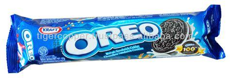 Oreo Strawberry 137 Gr oreo chocolate sandwich cookies vanila flavor pack
