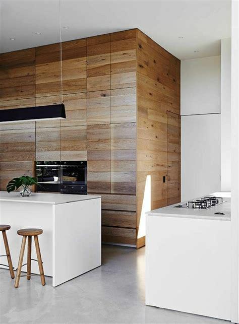 modern island kitchen design using wood panelling wandverkleidung aus holz 95 fantastische design ideen