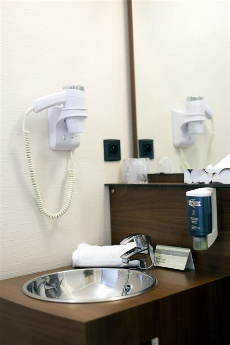 hotel a toulouse avec dans la chambre chambres d h 244 tels au brit hotel toulouse colomiers l esplanade 64 chambres