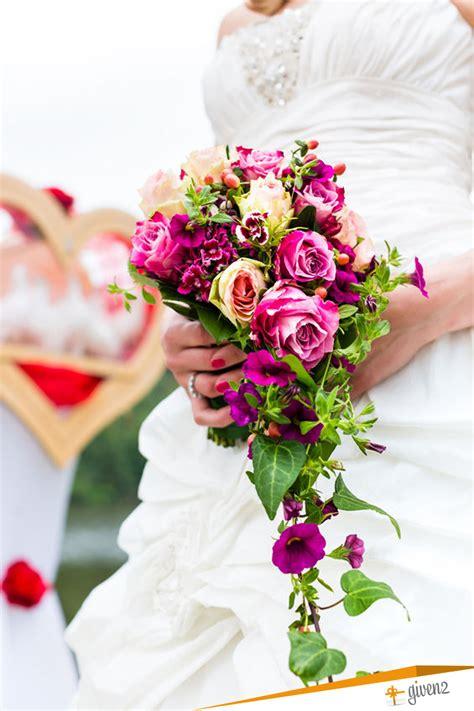mazzi di fiori originali bouquet da sposa tradizionali originali senza fiori e