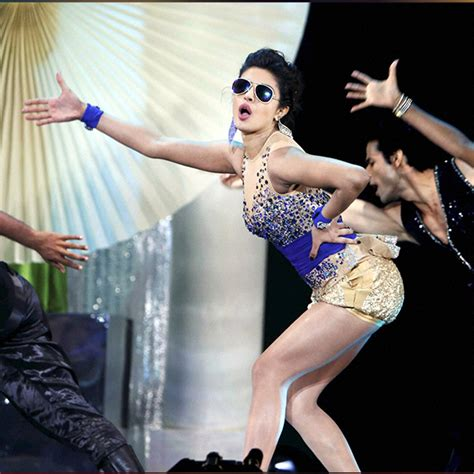 priyanka chopra dance in iifa awards iifa through the years priyanka chopra deepika padukone