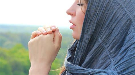 imagenes de personas reunidas orando mujer orando images reverse search