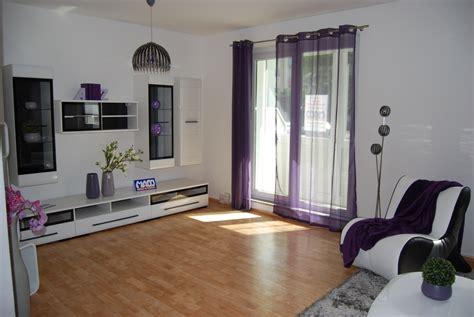 wohnung großziethen weiss anthrazit grau mit violett wohnzimmer