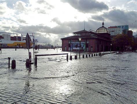 wann ist der fischmarkt in hamburg ausl 228 ufer des hurrikan quot gonzalo quot 252 berschwemmen fischmarkt