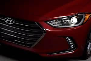 Hyundai Elantra Headlights 15 Cool Facts And Features On The 2017 Hyundai Elantra