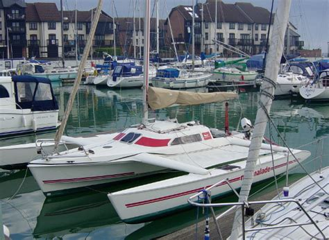 sailboats with two hulls trimarans and catamarans why multihulls are the fastest