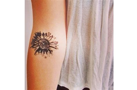 16 minimalist tattoos that celebrate nature and the