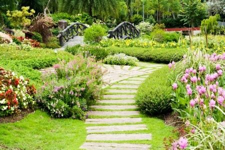 common landscaping mistakes make