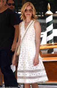 What Banks Is Looking For In A by Elizabeth Banks Is Chic In A White Sundress As She Bids