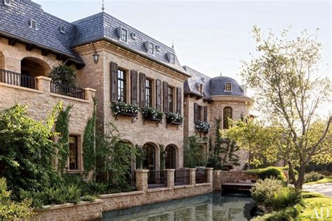 famous houses in los angeles celebrity homes gisele b 252 ndchen and tom brady s los angeles home celebrity homes
