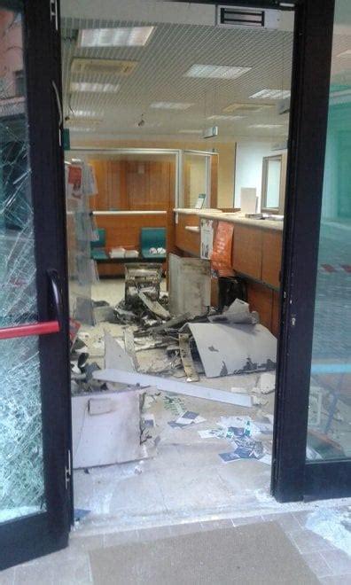 filiali carige assalto al bancomat sventrata filiale carige a baganzola