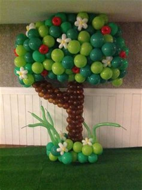 how to make a balloon christmas tree 1000 images about balloon trees on balloon tree balloons and trees