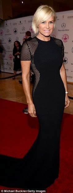 yolanda foster size dress over age 50 check out these flattering hairstyles bobs