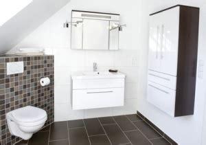 Kleines Bad Tapezieren by Spiegelschrank Im Badezimmer Aufh 228 Ngen Anleitung