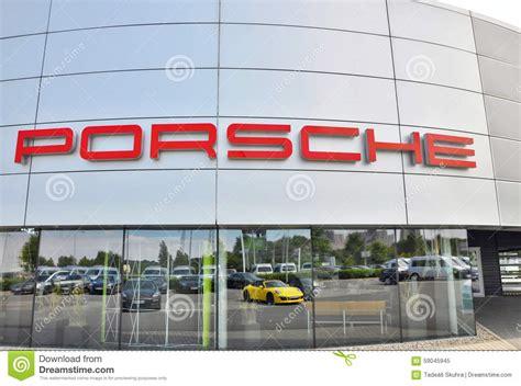 Porsche Zeichen by Porsche Zeichen Redaktionelles Bild Bild 59045945