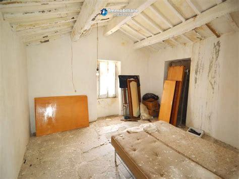 pavimenti antichi in pietra casa con pavimenti antichi in pietra in vendita in abruzzo